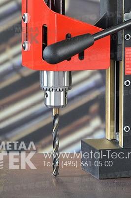 Магнитный сверлильный станок МС-40 со спиральным сверлом (требуется дополнительный патрон)